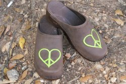 PEACE HEART BROWN LEATHER CLOGS